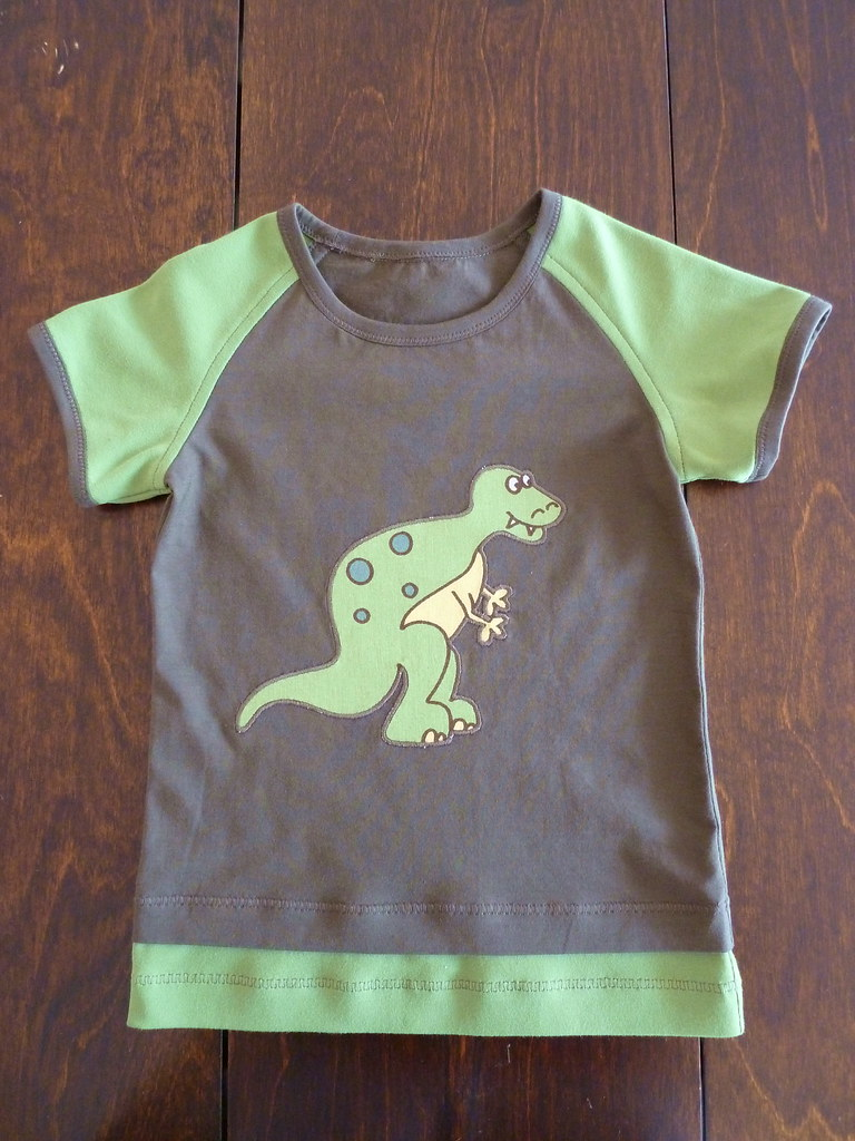 03/10 #14 Sulo T-shirt, with a dinosaur applique