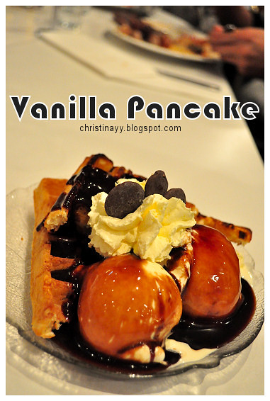 Christopher's Restaurant: Chocolate Waffles with Vanilla Ice-cream