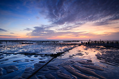Y (samyaoo) Tags: sunset moon beach clouds coast taiwan  oyster   changhua