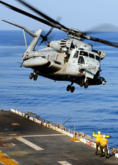 Helicopter Clears the Flight Deck (US Navy) Tags: ocean ship pacific military helicopter militar usnavy flightdeck helicptero buque ussessex ocano unitedstatesnavy marineros seastallion