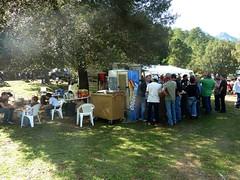 L'entrée de la fête et le bar à l'heure du déjeuner au pont de Monte Estremu