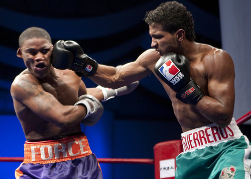 ボクシングをする選手の画像