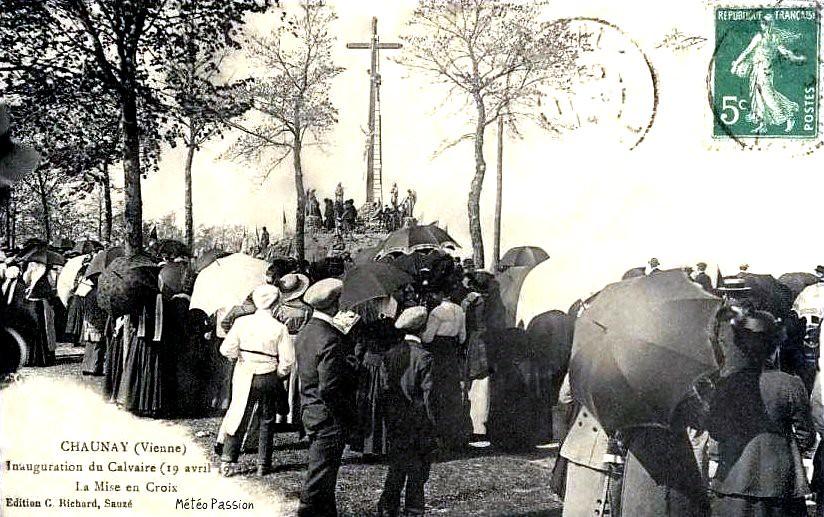 inauguration d'un calvaire à Chaunay durant la belle journée du 19 avril 1914