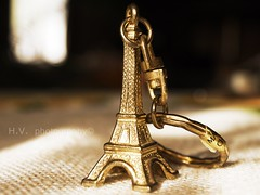 KEY CHAIN(: (VIKTORYHS) Tags: paris gold keychain key small effieltower
