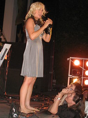 terri nunn (all female barefoot musicians) Tags: feet nude stage nackt barefoot singer füsse bühne barfuss sängerin