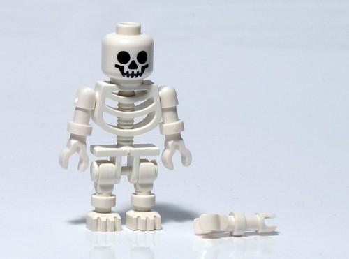 7952 - 2010 Kingdoms Advent Calendar - Day 10 - Skeleton