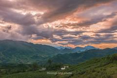 _J5K0606.0617.Sa Pả.Sapa.Lào Cai. (hoanglongphoto) Tags: asia asian vietnam northvietnam northwestvietnam landscape scenery vietnamlandscape vietnamscenery vietnamscene nature sunset sky cloud clouds storm mountain sierra village canon canoneos1dsmarkiii tâybắc làocai sapa sapả thiênnhiên phongcảnhsapa sapalandscape hoànghôn hoànghônsapa muagiông cơngiông bầutrời mây dãynúi bảnlàng sunsetinsapa hdr cloudsandstorms mâyvàcơngiông zeissdistagont235ze