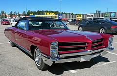 1966 Pontiac Bonneville Convertible (crusaderstgeorge) Tags: crusaderstgeorge cars classiccars 1966pontiacbonnevilleconvertible 1966 pontiac bonneville convertible americancars americanclassiccars americancarsinsweden valbo gävleborg sweden sverige superb cool redcars red cabriolet sunnyday chrome