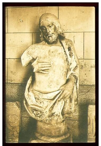 Cristo dañado en el Museo de Santa cruz durante la Guerra Civil