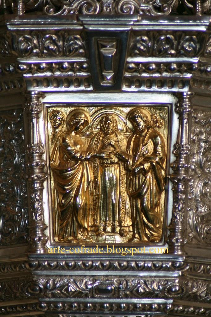 Detalle de una jarra del paso de palio de la Virgen de la Angustia.