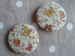 Mini Butterfly (Lilies and Daisies) Tags: magnets badges compactmirrors