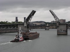 Thomas pushes a barge towards the Morrison Bridge