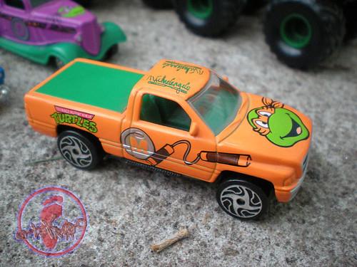 """Racing Champions """"Street Wheels"""" diecast 1:64 scale - 'Teenage Mutant Ninja Turtles' 5 pack :: 1996 Dodge Ram  - Michelangelo ii (( 1999 ))"""