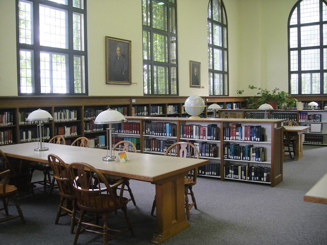 Salle de travail de la bibliothèque (un des quatres étages