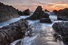 Hartland Sunset (Philip Eaglesfield (Eggles)) Tags: sunset england southwest coast twilight rocks sundown tide devon swirl hartland northdevon hartlandquay leefilters