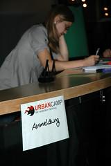 UrbanCamp in Hamburg, zeigt Eingangsschild am Empfang