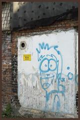 Wuppertal-Barmen (Germany): Graffiti: (wwwuppertal) Tags: graffiti nikond70s artbrut wuppertal barmen unterbarmen loherbrücke afdzoomnikkor354528105mm privatgrundstückbetretenverboten privatepropertytrespassingprohibited afzoomnikkor28105mmf35~45difmacro