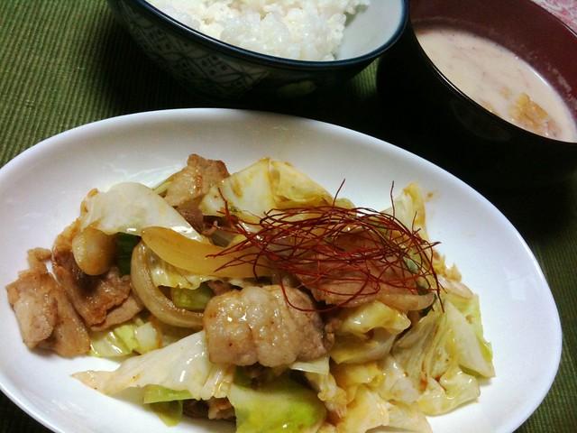 #jisui 回鍋肉的なシャキシャキキャベツの炒め物がうめえよ!