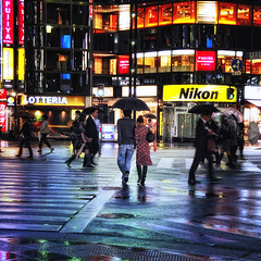 GINZA (ajpscs) Tags: street nightphotography people color rain japan umbrella japanese tokyo ginza nikon couple streetphotography pedestrian 日本 nippon 東京 銀座 intersection crosswalk salaryman yurakucho pedestriancrossing fujiya lotteria d300 signallight 有楽町 yūrakuchō ニコン ajpscs