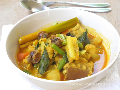 Mixed vegetables, Stingray and cockles Curry