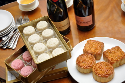 Moet & Chandoon Champagne Mini Snow Skin Mooncake