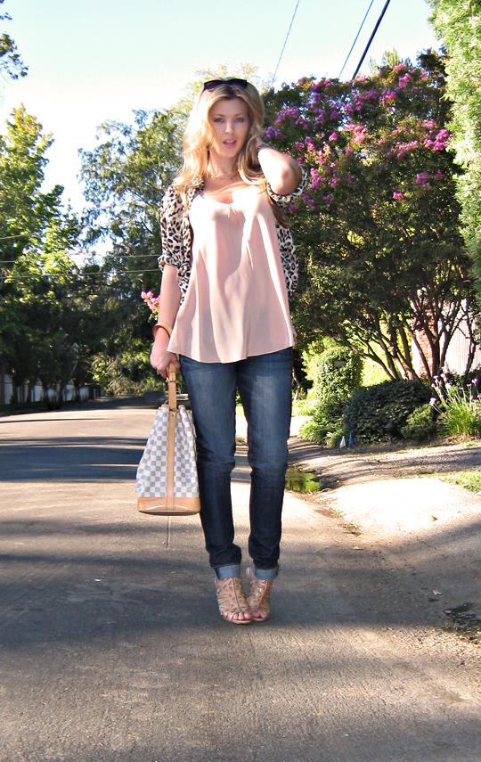 paige premium jeans+leopard blouse+lv noe azur bag+pp