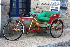 "Photo d'un Tricycle pour le restaurant brocante, ""LE CROCBROC"" de la Chaise Dieu. (combraille) Tags: france restaurant auvergne 43 43160 chaisedieu livradois livradoisforez restaurantlachaisedieu restaurantlecrocbroc lecrocbroc"
