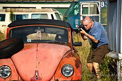Photographing the Bug (Kelly_Heaton_Photography) Tags: camera old man volkswagen photographer creativecomposition kellyheaton edheaton