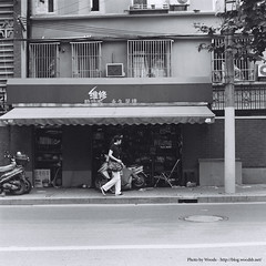 In front of the repair shop (Woods | Damien) Tags: china street blackandwhite bw 120 6x6 tlr film shop mediumformat square magasin shanghai noiretblanc jingan   chine argentique twinlensreflex   seagulltlr4b1  shanghaigp3100