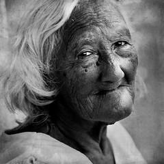 Dona Clarinda (Nilton Ramos Quoirin) Tags: street old portrait woman brasil retrato mulher velha elderly rua wrinkle senhora maranho soluis clarinda idosa ruga wwwdigitalphotographyschoolcom sonyphotochallenge