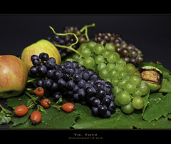 Still Life Autumn (def110) Tags: stilllife fruits germany herbst grapes freiburg trauben ernte frchte obst aples autimn pfel digitalcameraclub d700 nikond700 stlilleben