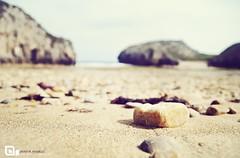 Una piedra en el camino (jmavedillo - NTF) Tags: beach stone del mar sand pentax asturias playa arena javier martinez firma cuevas piedra k7 avedillo jmavedillo superchencho