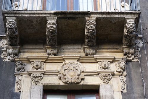 Catania, Via Cestai, Balkondetail (balcony detail)