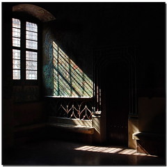 Light guide (Nespyxel) Tags: light window lines dark bench design prague praga finestra projection forms luce buio linee proiezione nespyxel stefanoscarselli absolutegoldenmasterpiece pleasedontusethisimageonwebsites blogsorothermediawithoutmyexplicitpermissionallrightsreserved