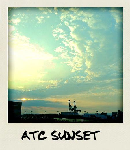 今日の写真 No.32 – 南港の夕陽/iPhone4 + Polarize