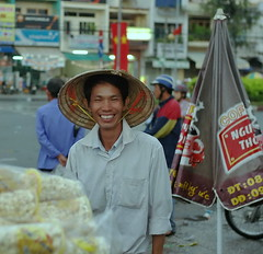 . (Out to Lunch) Tags: street bus station vietnam tay popcorn epson iconic saigon seller hawker spontaneous mien 1235 voiglander rd1s