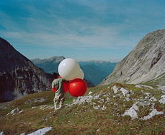 (Gebhart de Koekkoek) Tags: red white mountain austria tirol air berge 6x7 ballons alp tyrol mamiya7