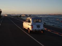 Dogride in oldtimer (9of16 (ૐ)) Tags: sunset sea dog france car river oldtimer rhone