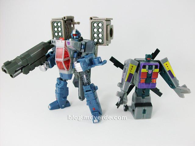 Transformers Vortex Universe Scout - modo robot con armas vs Vortex G1