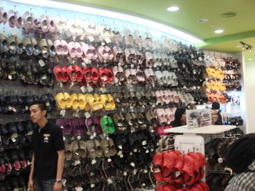 Crocs store - mid valley (8)