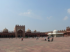 Courtyard (Sparky the Neon Cat) Tags: india asia agra courtyard mosque friday masjid jami pradesh fatehpur sikri uttar jama