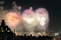 4th of July 2017 Macy's Fireworks-92 (Diacritical) Tags: brooklyn nycmacys nikond4 pattern 70200mmf28 30secatf71 july42017 85323pm f71 195mm 4thofjuly fireworks macysfireworks nyc night skyline
