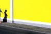 Andando alla spiaggia (meghimeg) Tags: 2017 santamargherita donna woman spiaggia beach giallo yellow sole sun ombra shadow passeggiata walking rosso red rot