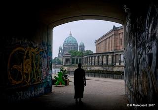 Berlin  Tunneltje, de Dom, en rivier de Spree