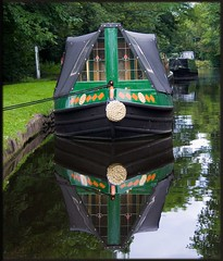 Narrowboat at Wolverley lock - 2 (Rob-33) Tags: reflection water canal worcestershire narrowboat kidderminster pentaxkx wolverley staffsworcscanal