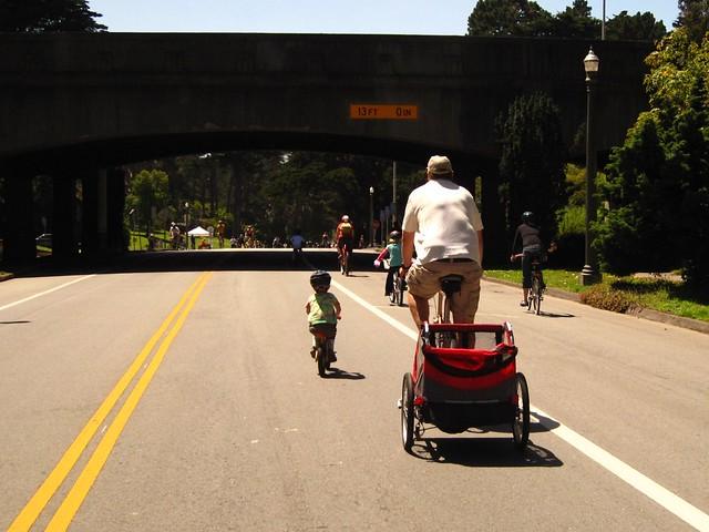dad+kids+park