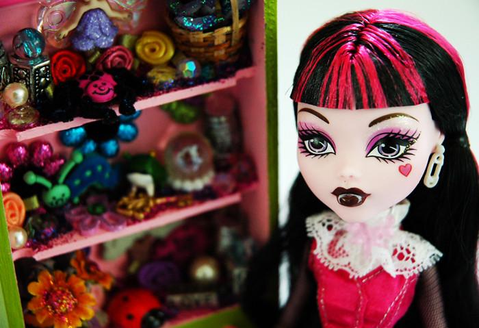 Draculaura Loves Her Fairy Garden Cabinet