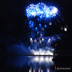 Finnish Firework Champpionship (Ari Helminen) Tags: colors night suomi finland dark fire evening helsinki nikon sm firework ilta ilotulitus vrit d80 nikond80 suomenmestaruus finnishchamppionship