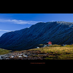 red window (stella-mia) Tags: mountain mountains norway landscape cabin cottage explore hut sunnyday hytte 2470mm redwindow explored moreogromsdal canon5dmkii