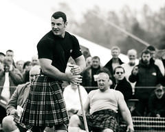 Gregor Edmunds (FotoFling Scotland) Tags: male hammer scotland kilt glasgow event heavy tartan highlandgames fav10 gregoredmunds heavyevent 2002callander